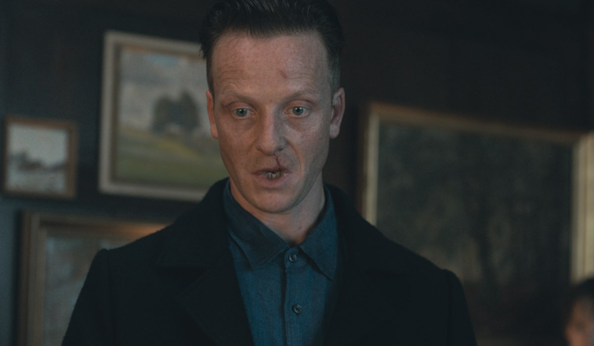 Dark 3 riassunto Jakob Diehl nei panni dello Sconosciuto nella terza stagione di Dark Credits Netflix
