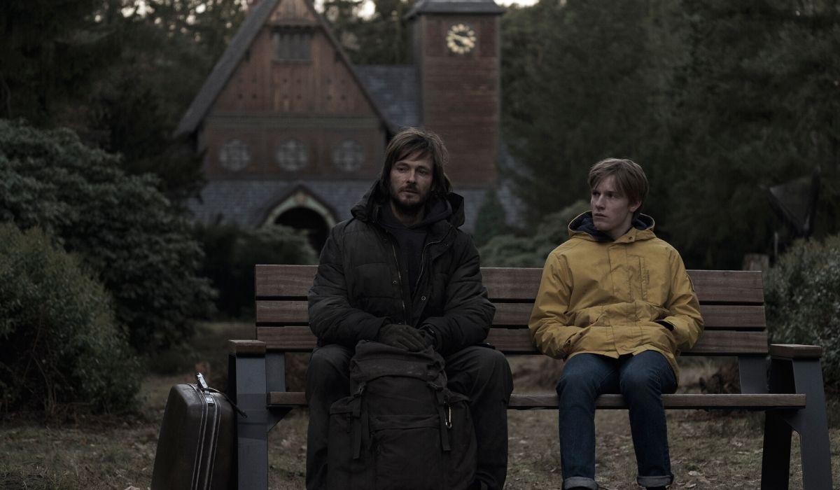 Jonas adulto e Jonas ragazzo in Dark 1 stagione Credits Stefan Erhard e Netflix