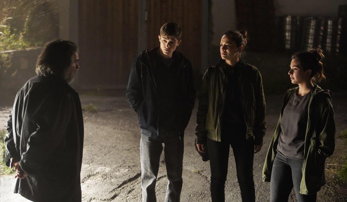 Da sinistra: Thomas (Luca Lionello), Mauro (Federico Russo), Anna (Valeria Bilello) e Daria (Margherita Morchio) in Curon. Credits Netflix