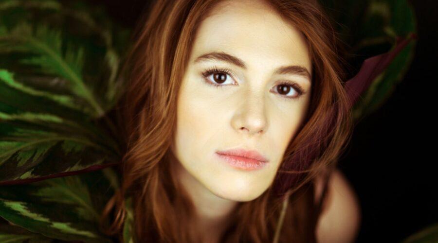 Ludovica Martino interpreta Eva Brighi in SKAM Italia, qui in un posato Credits foto Francesca Marino