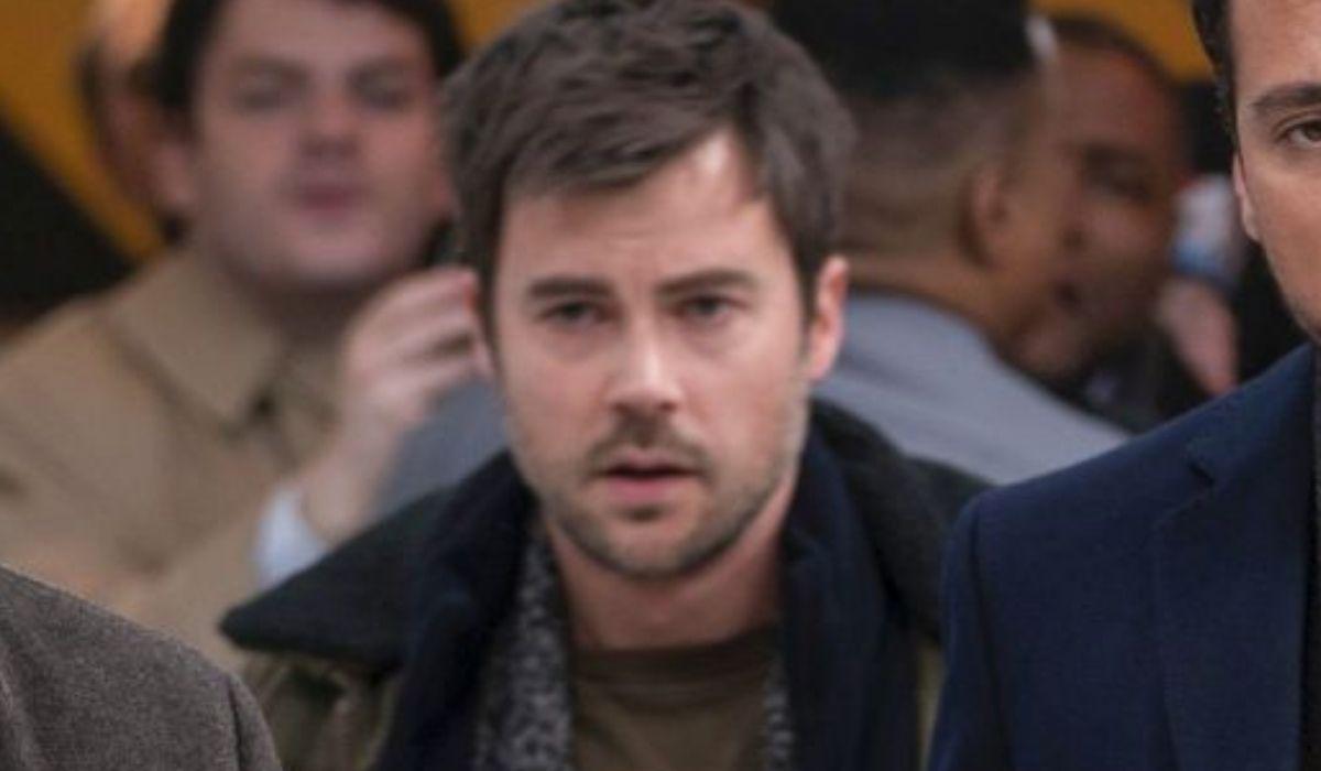 Matt Long è Zeke Manifest prima stagione Credits Warner e Mediaset