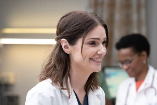 New Amsterdam 2 JANET MONTGOMERY interpreta LAUREN BLOOM, qui nella puntata 18 Credits 2020 NBC Universal All Rights Reserved e Mediaset