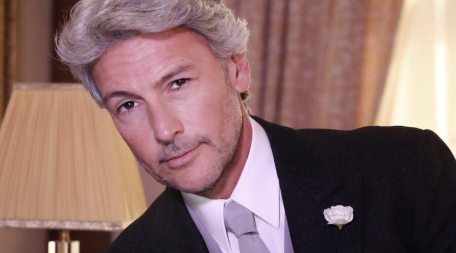 Roberto Farnesi interpreta Umberto Guarnieri ne Il Paradiso delle Signore, qui nella stagione Daily 2 Credits RAI