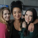 Da sinistra: Meghann Fahy, Aisha Dee e Katie nei panni di Sutton, Kate e Jane in The Bold Type. Credits: Freeform via Mediaset.