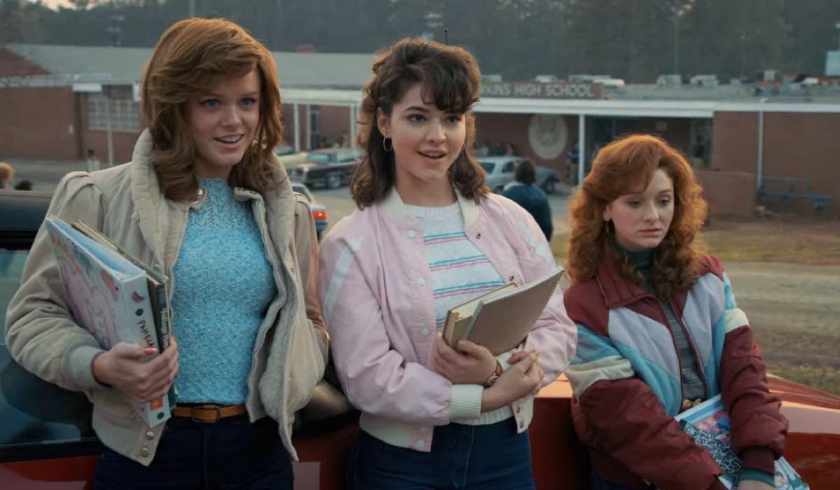 Abigail Cowen, Madelyn Cline e Chelsea Talmadge sono Vicki, Tina e Carol in Stranger Things 2x01 Credits Netflix