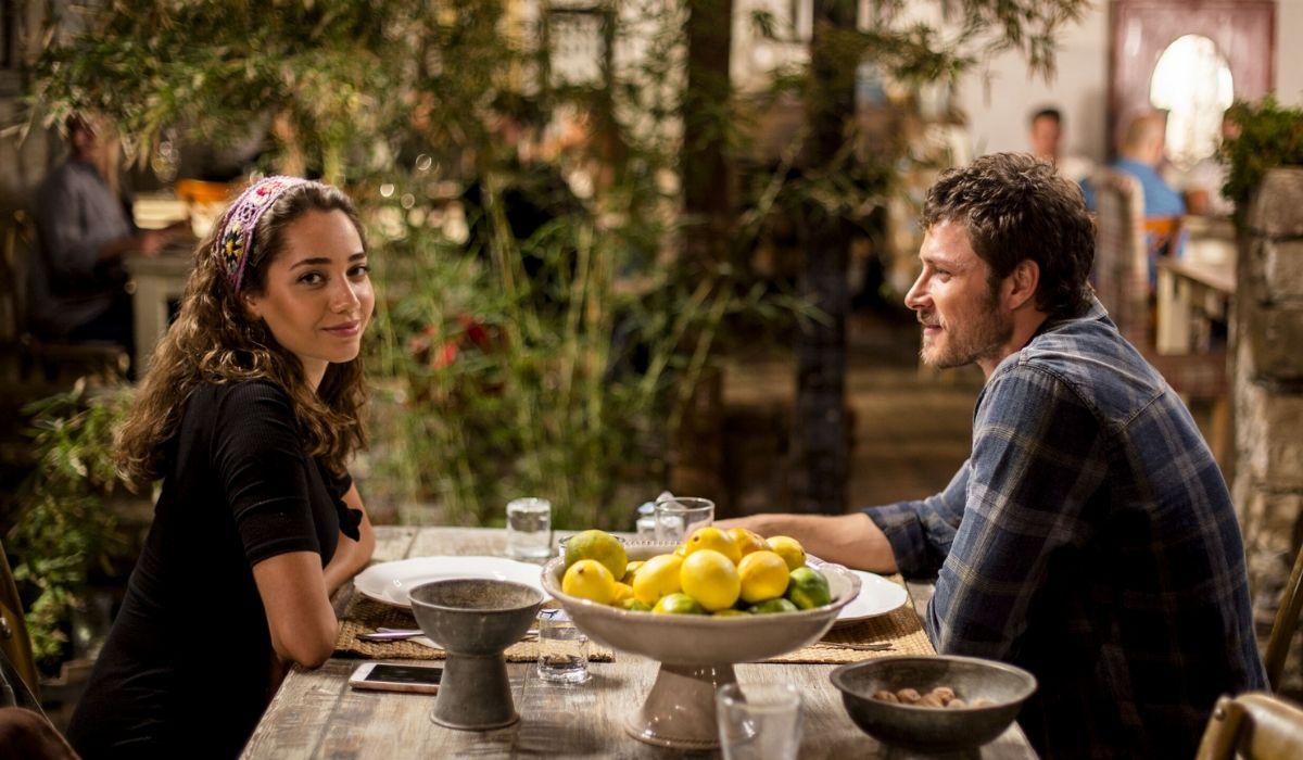 Azra e Sinan in Come sorelle Credits Mediaset