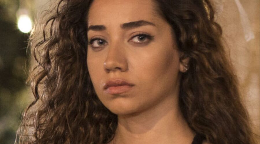 Azra in Come Sorelle soap turca Credits Mediaset