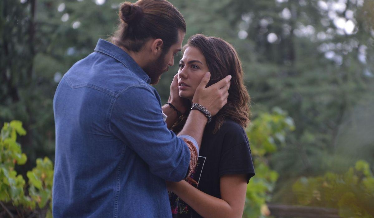 Can Divit e Sanem Aydin in Daydreamer-le ali del sogno Credits Mediaset