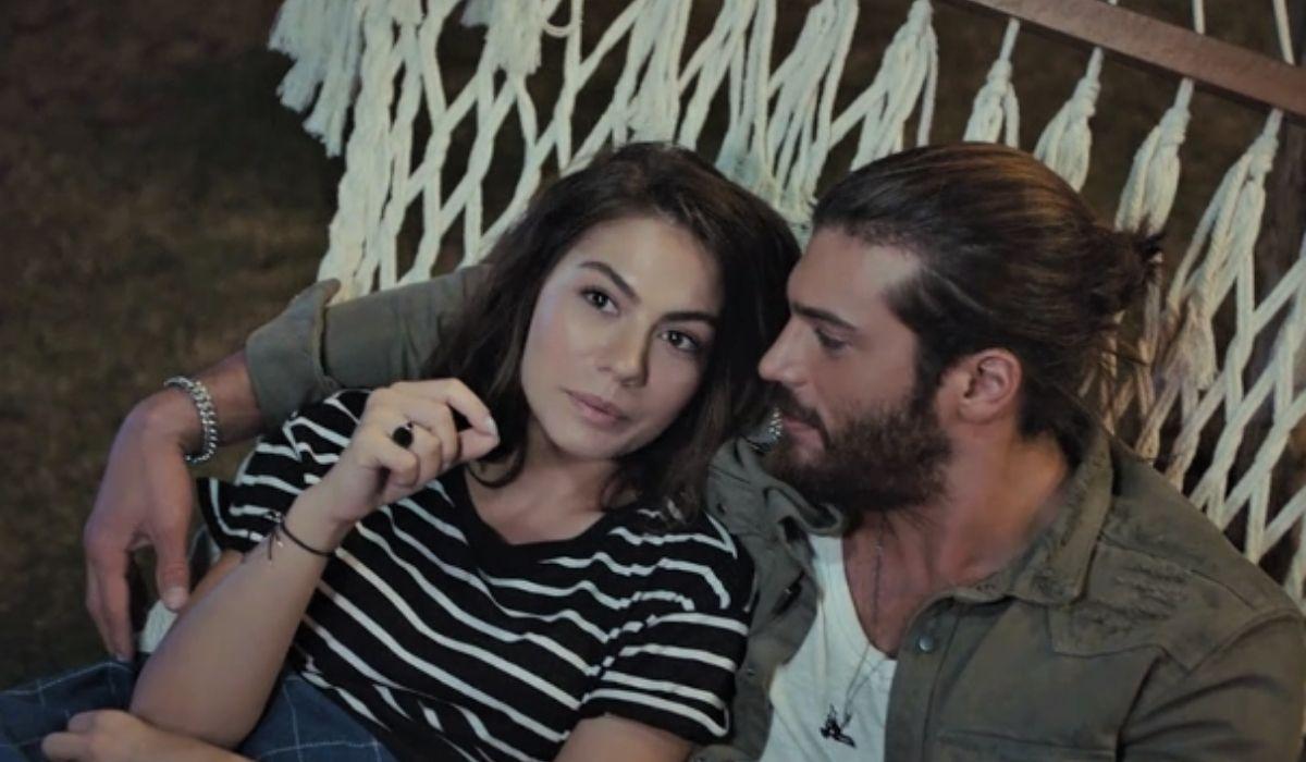 Can e Sanem si dondolano sull'amaca in Daydreamer putnata 30 Credits Mediaset