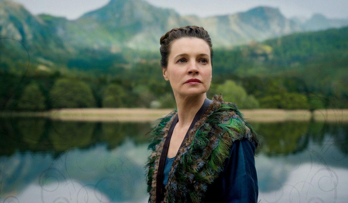 Catherine Walker è Lenore nel primo episodio Cursed, Credits Netflix