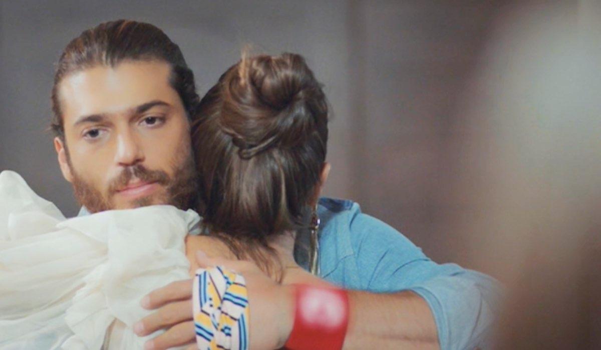 Daydreamer Can abbraccia Polen, interpretati da Can Yaman e Kimya Gökçe Aytaç, qui nella puntata 23 Credits Mediaset