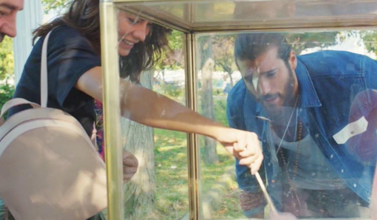 Daydreamer Demet Özdemir e Can Yaman interpretano Sanem e Can, qui nella puntata 34 Credits Mediaset
