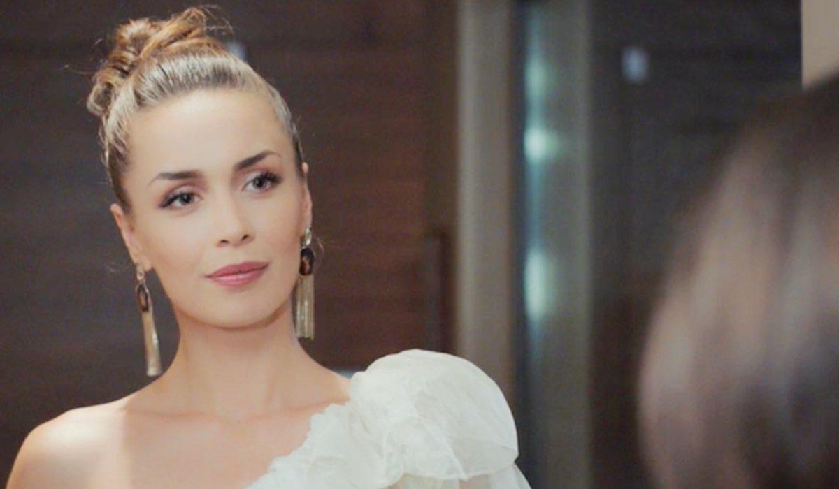 Daydreamer Polen interpretata da Kimya Gökçe Aytaç mentre parla con Sanem nella puntata 23 Credits Mediaset