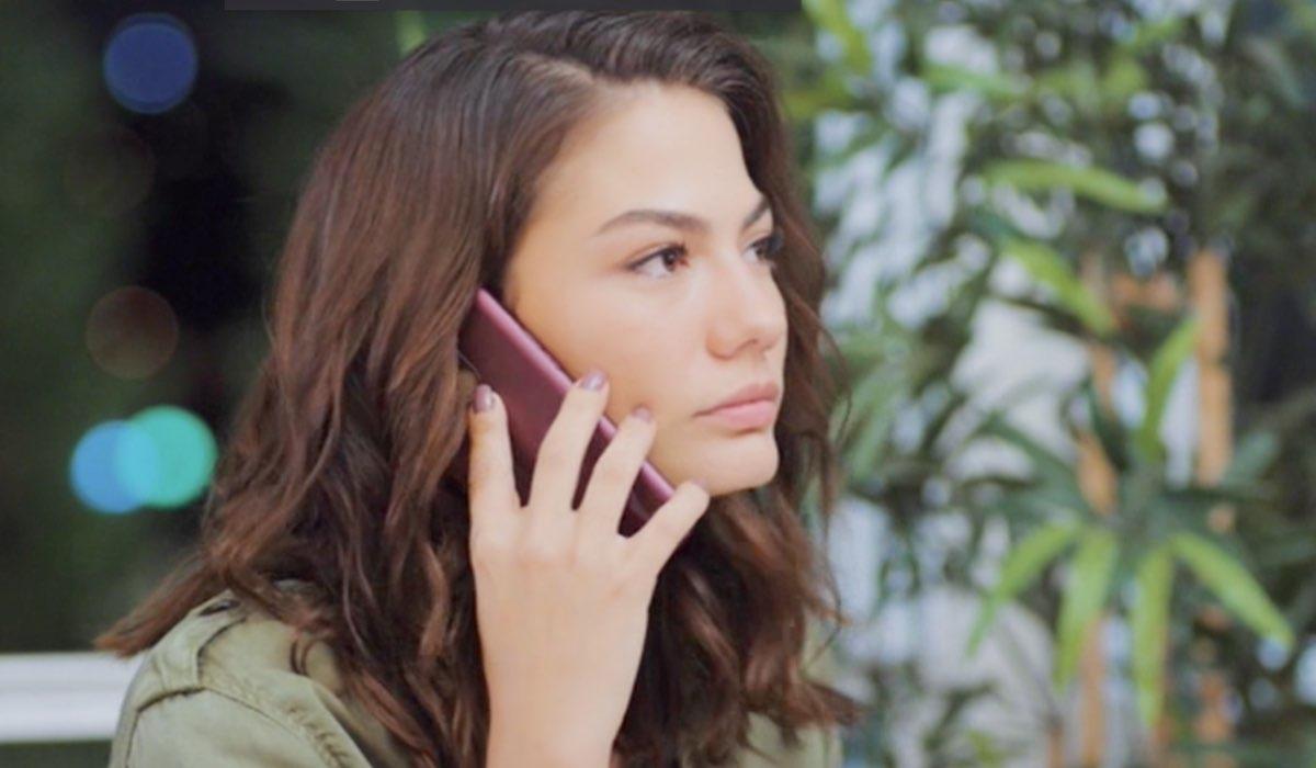 Daydreamer Sanem mentre chiama Emre nella puntata 35 Credits Mediaset