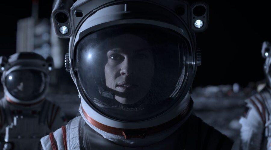 Away serie tv Hilary Swank in una scena di Away. Credits Netflix
