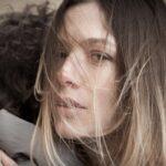 Il giovane Montalbano 2 stagione, qui la scena di un abbraccio foto Credits di Fabrizio Di Giulio e RAI