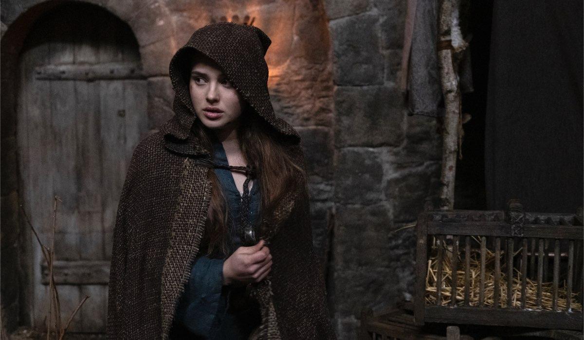Katherine Langford nei panni di Nimue nell'episodio 2 di Cursed Cr. Ludovic Robert/Netflix © 2020