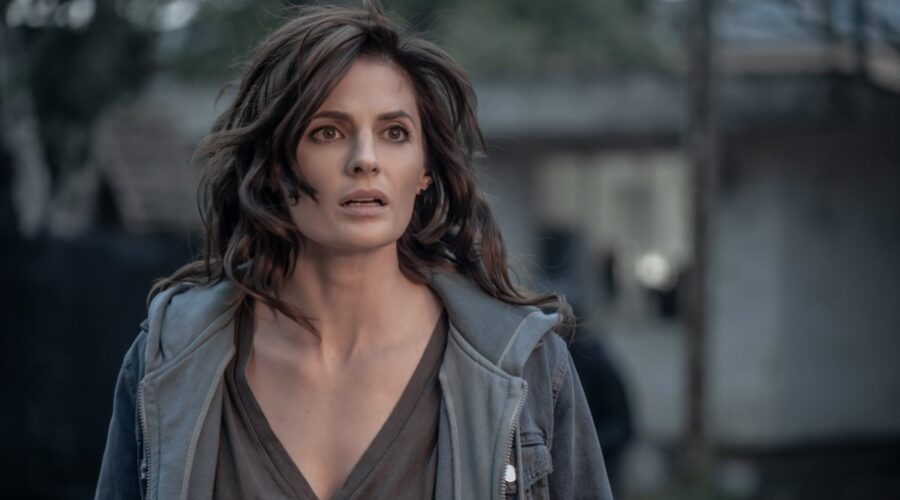 Stana Katic in una scena del secondo episodio di Absentia 3. Credits Amazon Prime Video