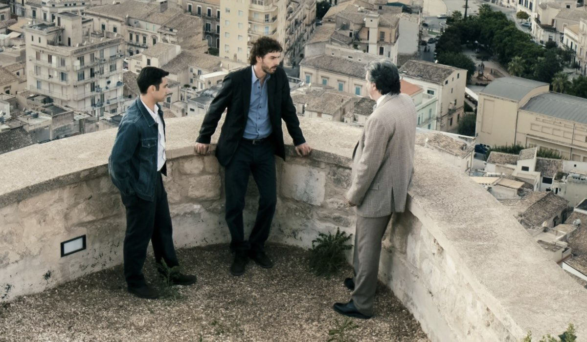 Una scena de Il giovane Montalbano 2 con Michele Riondino stagione ph. Credits RAI e Fabrizio di Giulio