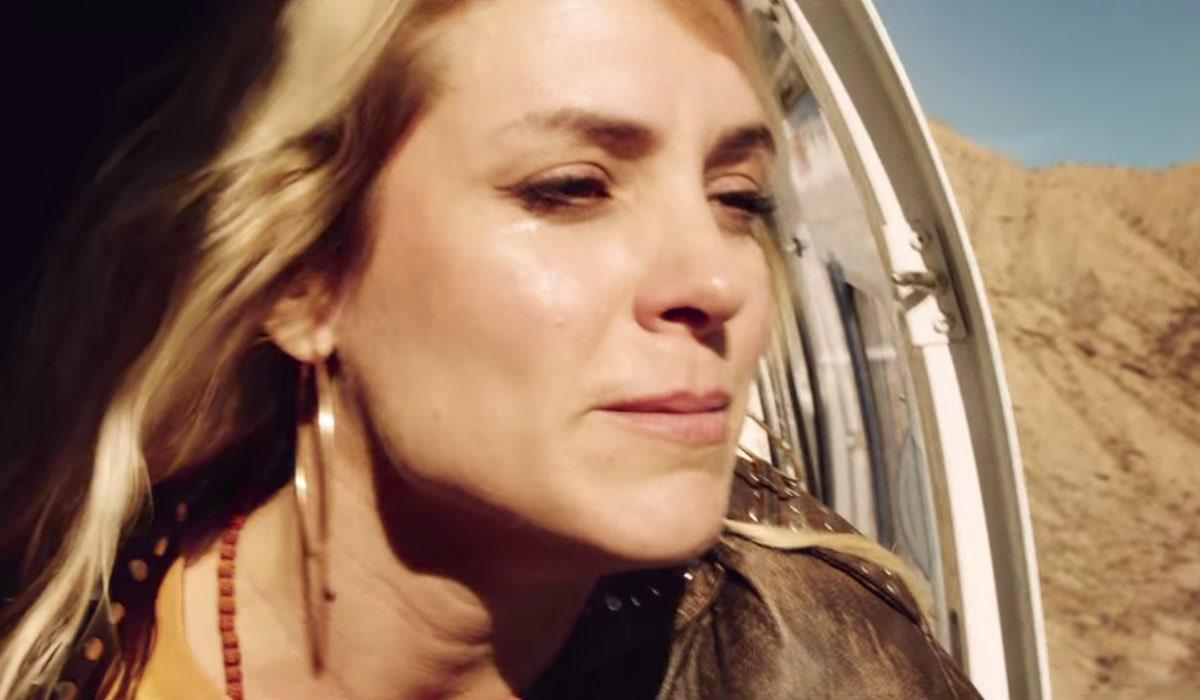 Vis a Vis L'Oasis Macarena scappa sull'elicottero nell'episodio 8 Credits Netflix