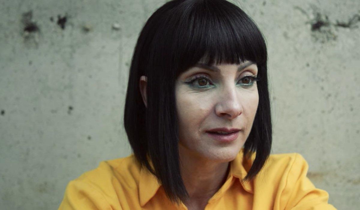 Vis a Vis L'Oasis ultima scena dell'episodio 8 con il flashback di Zulema in carcere Credits Netflix