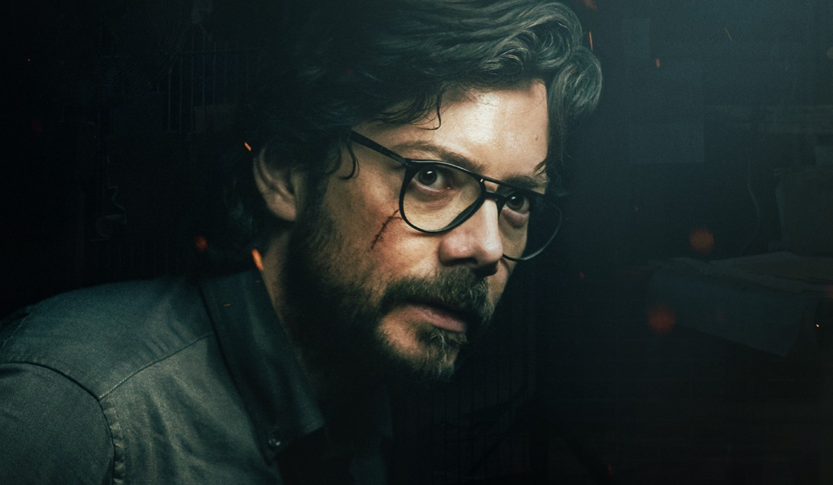 Álvaro Morte (Il Professore) nel poster del personaggio de La casa di carta 5 stagione. Credits: Netflix