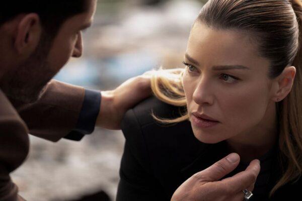 Chloe Decker e Lucifer Morningstar in Lucifer 5 stagione, Credits John P. Fleenor e Netflix