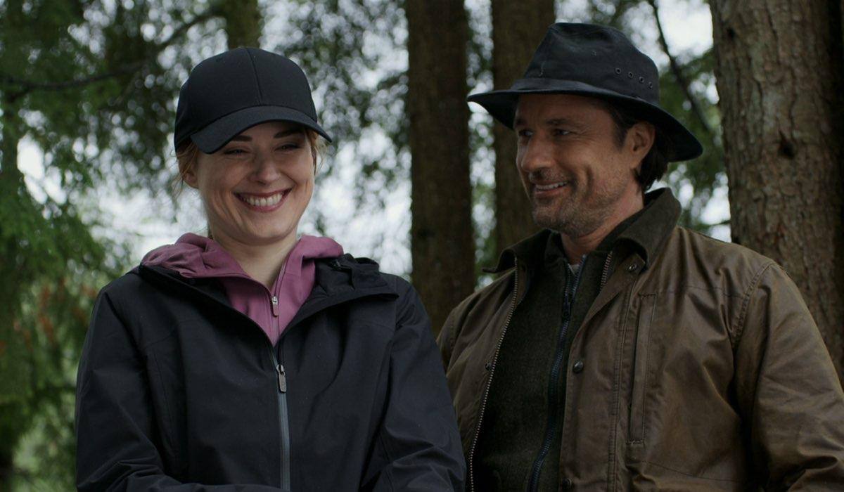 Da sinistra: Alexandra Breckenridge e Martin Henderson nei panni di Melinda e Jack in Virgin River. Credits: Netflix.