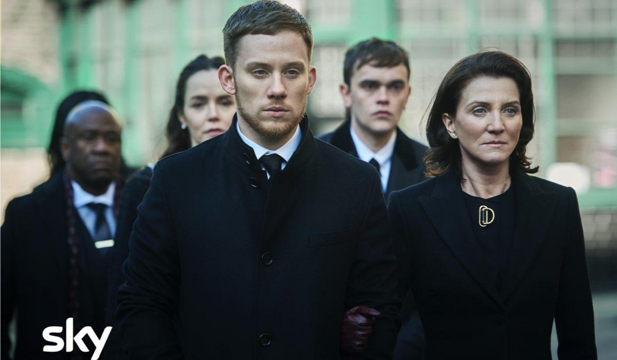 Da sinistra a destra Joe Cole e Michelle Fairley sono Sean e Marian in Gangs of London. Credits Sky Italia