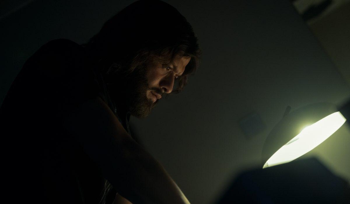 David Castañeda nei panni di Diego in The Umbrella Academy 2. Credits Christos Kalohoridis Netflix © 2020