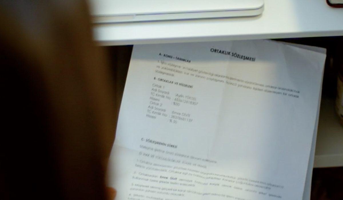 Daydreamer il documento nel cassetto di Leyla trovato da Sanem nella puntata 55 Credits Mediaset