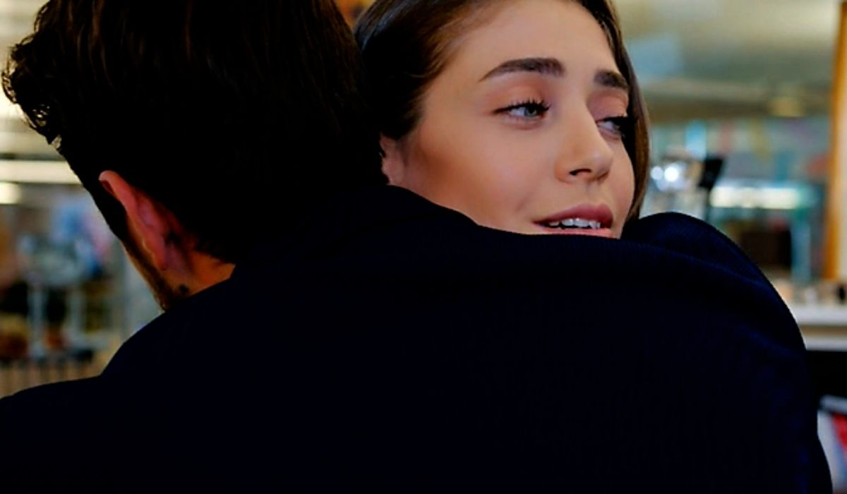 Emre abbraccia Leyla in Daydreamer puntata 51 Credits Mediaset