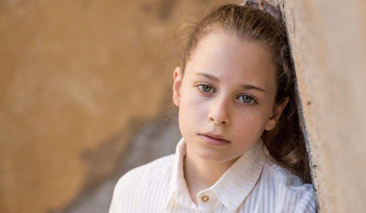 Giulia Patrignani è Serena Conti ne Il Paradiso delle Signore 5, qui in un posato Credits Ph. Sonia Ursini Photographer