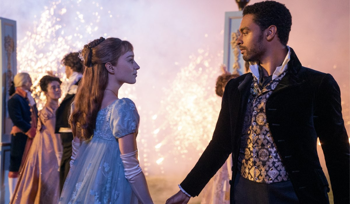 Da sinistra: Phoebe Dynevor (Daphne Bridgerton) e Regé-Jean Page (Simon Basset) in Bridgerton. Credits: Liam Daniel/Netflix.