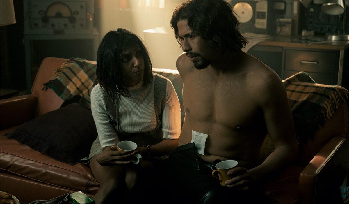 Ritu Arya e David Castañeda sono Lila e Diego. Credits: Christos Kalohoridis Netflix © 2020