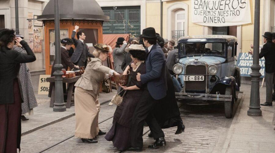 Scoppia la rivolta ad Acacias, scena di Una Vita soap opera Credits BOOMERANG TV e Mediaset