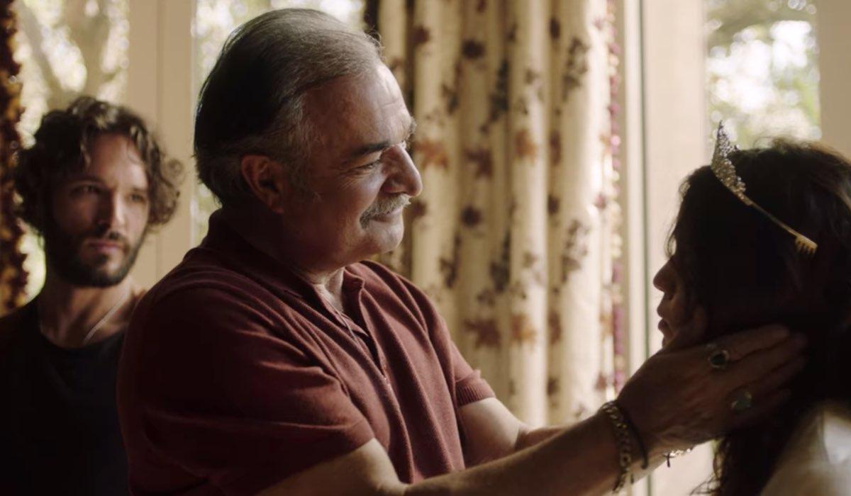 Vis a Vis L'Oasis Diego, Victor e Kati con la tiara nell'episodio 1 Credits Netflix