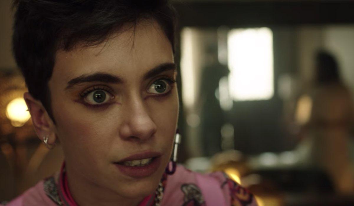 Vis a Vis L'Oasis Triana nell'episodio 7 Credits Netflix
