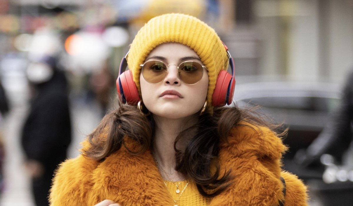 Selena Gomez (Mabel) in una scena di