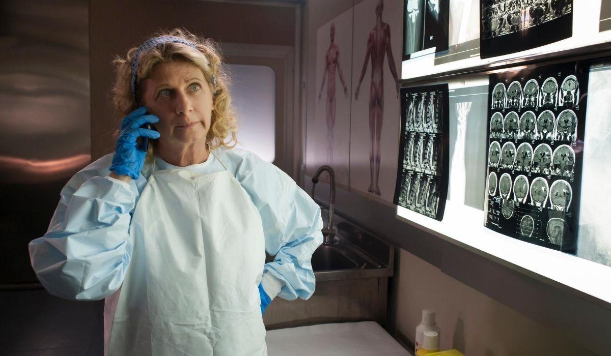 Angela Finocchiaro in una scena di Nero a metà 2 stagione nei panni di Giovanna Credits Rai
