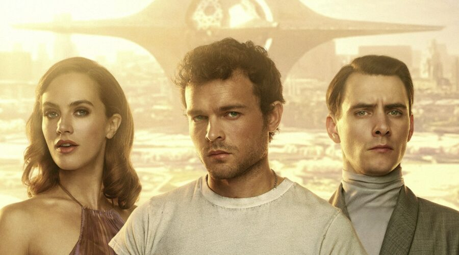 Da sinistra: Jessica Brown-Findlay, Alden Ehrenreich e Harry Lloyd nel poster di Brave New World. Credits: UCP via Starzplay.