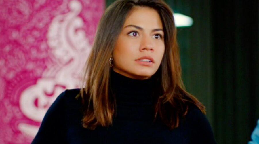 Daydreamer Sanem interpretata da Demet Özdemir, qui nella puntata 54 Credits Mediaset