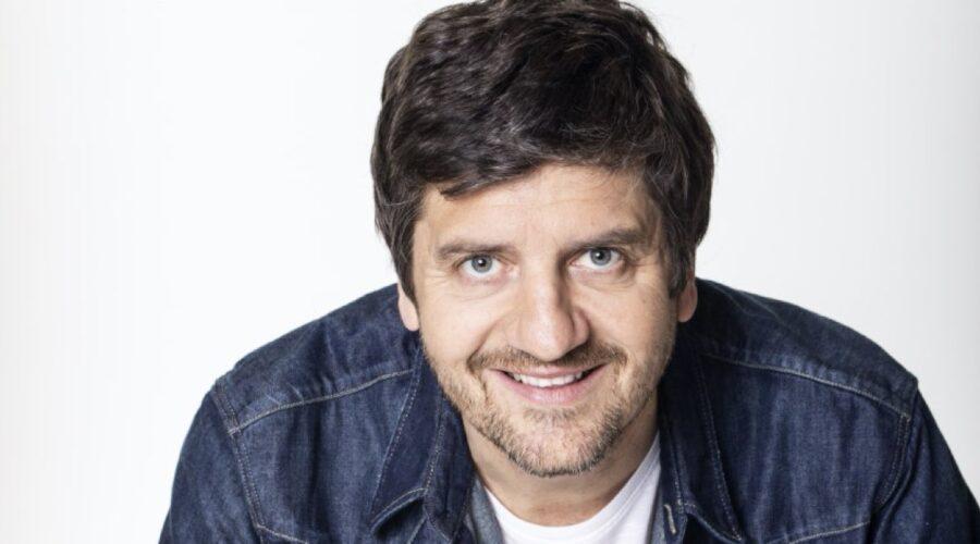 Fabio De Luigi, protagonista di Ridatemi Mia Moglie. Credits: Sky Italia