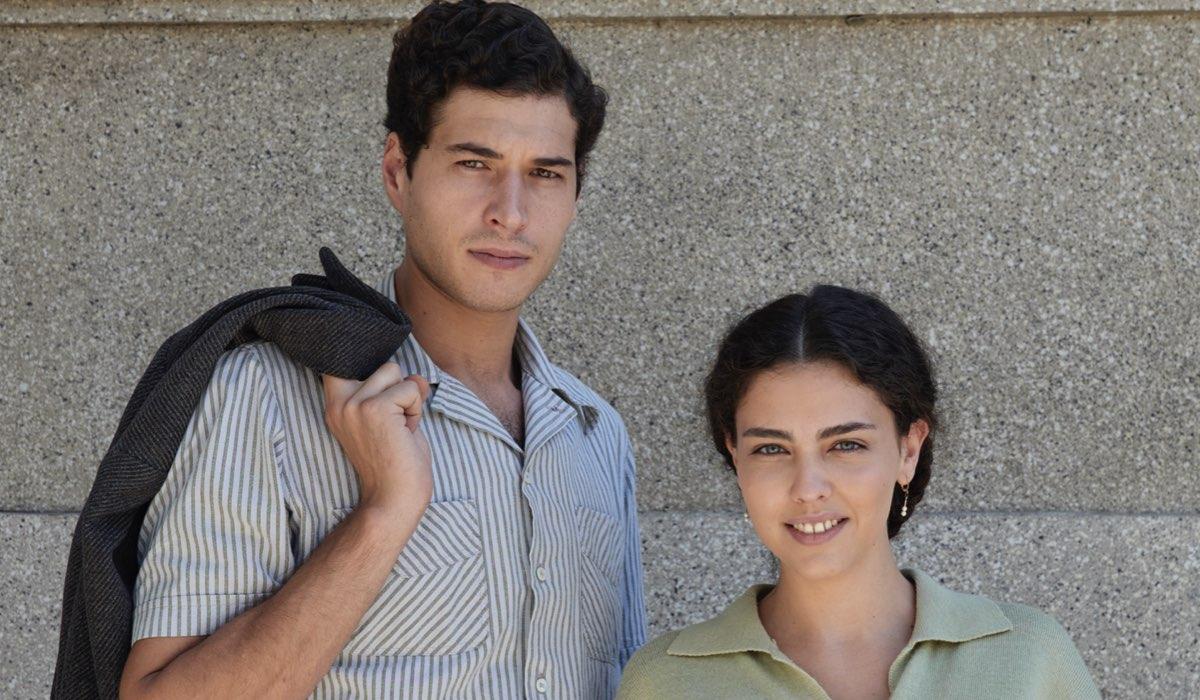 Giancarlo Commare e Chiara Russo che interpretano Rocco Amato e Maria Puglisi ne Il Paradiso delle Signore, qui in un posato per la stagione 4 o Daily 2 Credits RAI