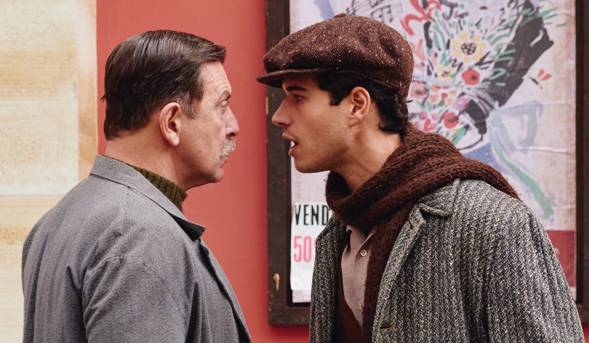 Il Paradiso delle Signore 4 Armando e Rocco interpretati rispettivamente da Pietro Genuardi e Giancarlo Commare, qui in una scena in cui discutono Credits RAI