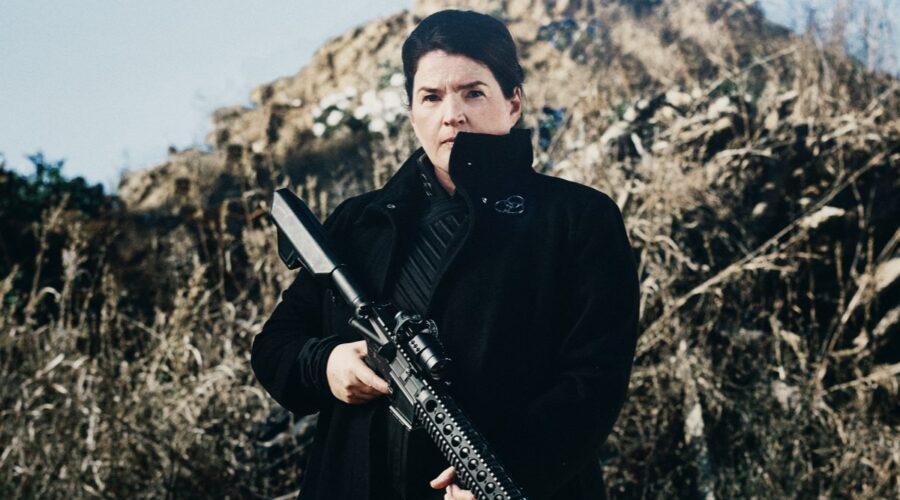 Julia Ormond nei panni di Elizabeth in The Walking Dead World Beyond. Credits: AMC/Amazon Prime Video.