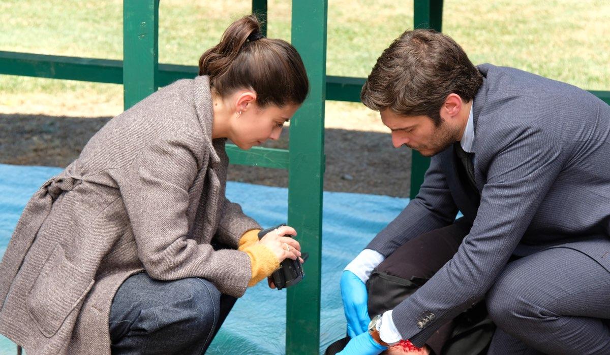 L'allieva 3 Alice e Claudio interpretati da Alessandra Mastronardi e Lino Guanciale sulla scena del crimine Credits RAI