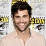 Matthew Daddario al Freeform press line al Comic-Con 2017 credits foto di Dia Dipasupil e Getty Images