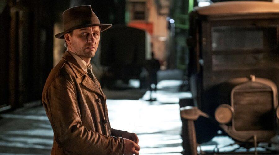 Matthew Rhys nei panni di Perry Mason nella serie. Credits: HBO