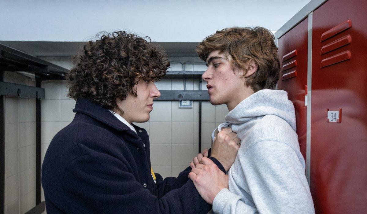 Da sinistra: Mirko Trovato e Lorenzo Zurzolo nel secondo episodio della terza stagione di Baby. Credits: Netflix.